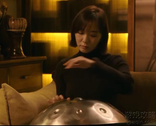 北辙南辕 王咯丹敲那个像(飞碟)像锅是什么乐器?